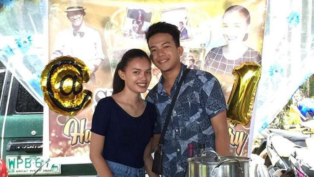 Pasangan Remaja Ini Bikin Pesta Anniversary Pacaran, Undang Keluarga & Teman