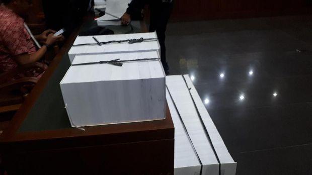 Ada tiga berkas perkara Wawan yaitu korupsi Alkes Banten, Tangsel dan Tindak Pidana Pencucian Uang.