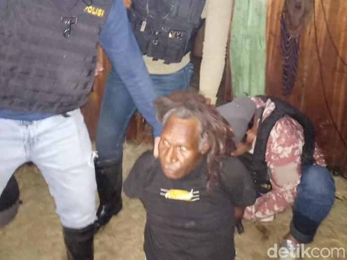 Foto: YA pelaku kerusuhan di Wamena ditangkap (Wilpret-detikcom)