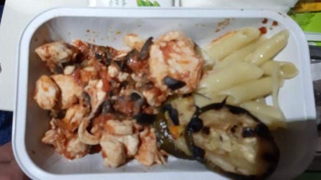 Sering Naik Pesawat, Netizen Bagikan Foto Makanan Menjijikan dari Berbagai Maskapai