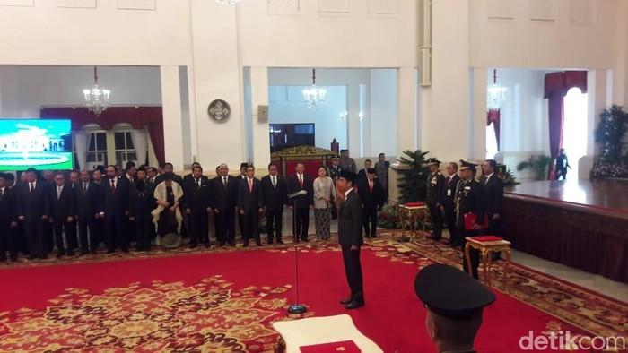 Foto: Jokowi lantik Idham Azis jadi Kapolri (Marlinda/detikcom)