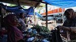 Pasar Gaplok di Pinggir Rel Kereta Api yang Melegenda