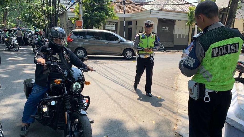 Moge di Semarang Ditilang Karena Pasang Strobo