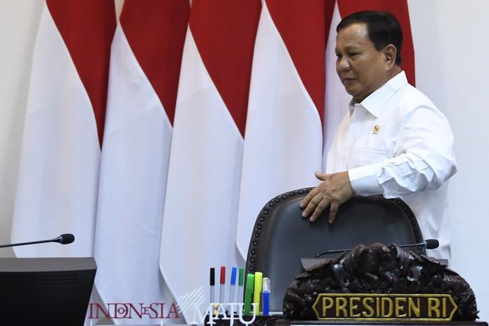 Menteri Pertahanan Prabowo Subianto saat rapat terbatas bersama Jokowi. (Antara Foto)