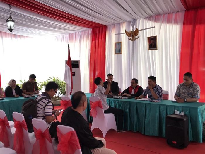 Foto: Pengendara kena tilang langsung sidang di tempat (Rolando/detikcom)