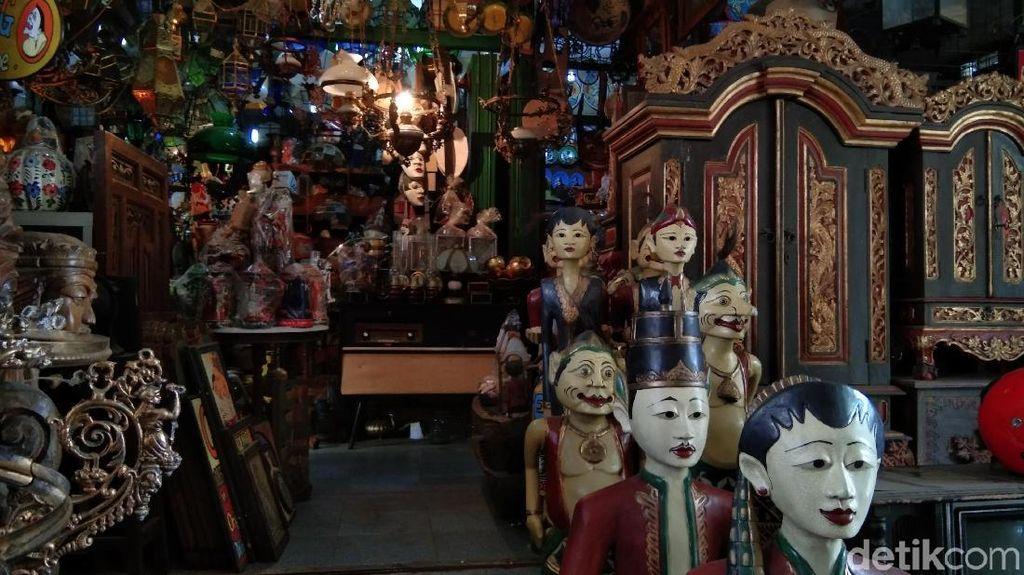 Pasar Triwindu, Serasa Mesin Waktu di Solo
