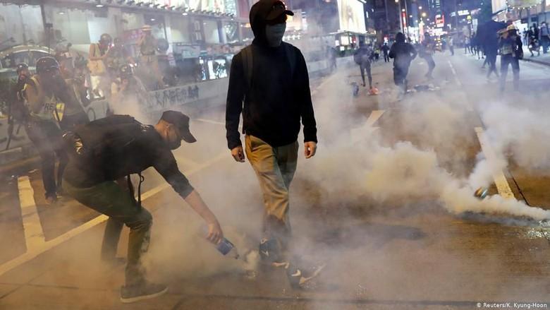 3 Orang Kritis Usai Bentrokan Demonstran dan Polisi Hong Kong