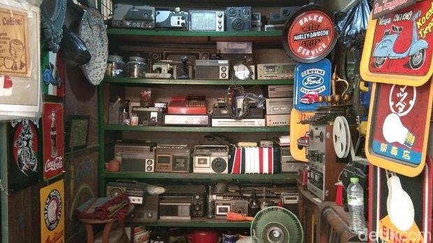 Hunting Barang Antik Sambil Nostalgia di Pasar Triwindu
