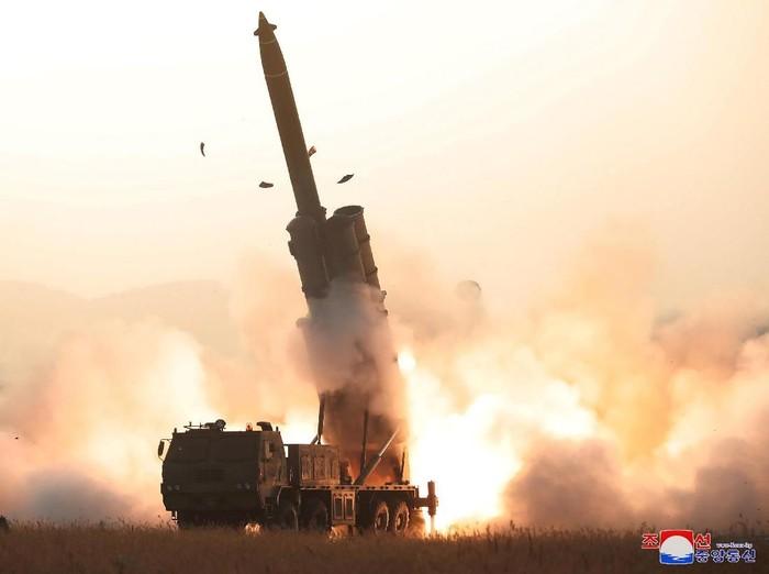 Uji coba peluncur roket Korut (KCNA via REUTERS)