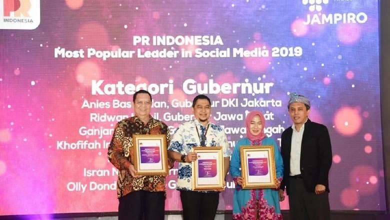 Ridwan Kamil Raih Penghargaan Pemimpin Terpopuler di Sosial Media