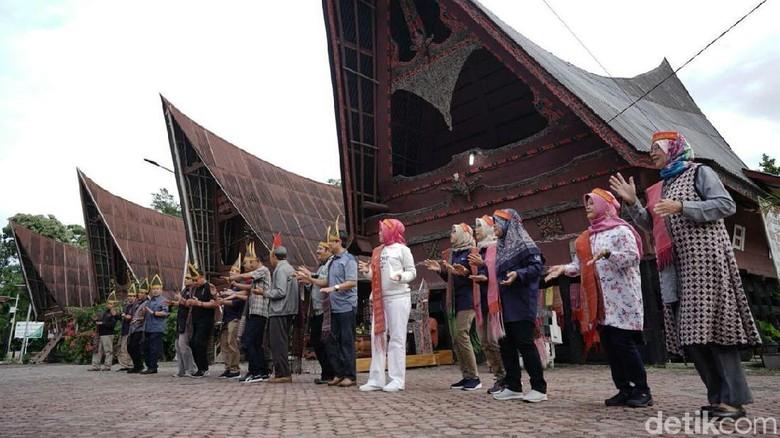 Kunjungan Pemkab kebumen ke Samosir (Rinto Heksantoro/detikcom)