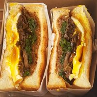 Mau Ngemil Kenyang? 5 Tempat Ini Punya Sandwich Kekinian yang Enak