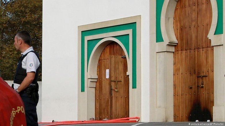 Lansia Prancis Didakwa Atas Penyerangan Masjid Bayonne
