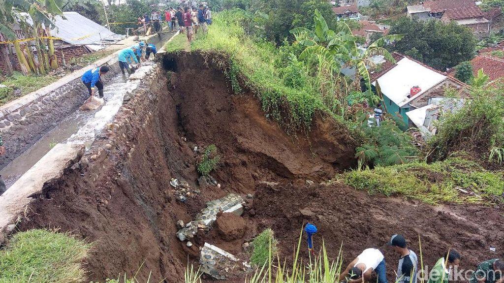 Detik-detik Tanggul Jebol yang Tewaskan 1 Orang di Banjarnegara