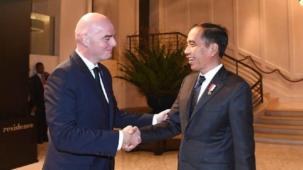 Presiden Jokowi bahas Piala Dunia U-20 2021.