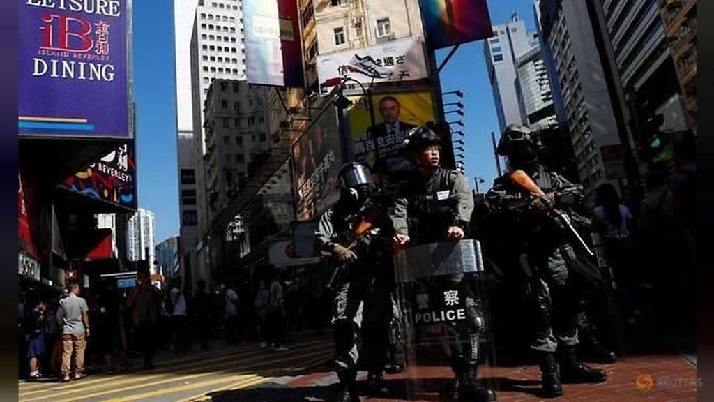 Polisi Hong Kong Tak Berseragam Tangkap Pendemo di Mal