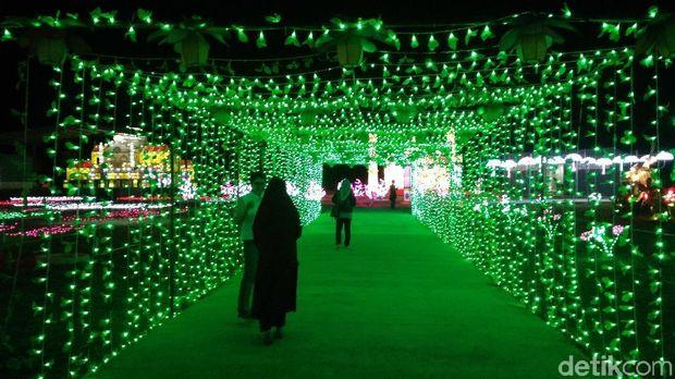Akhir Pekan di Cirebon Bertabur Cahaya Lampion