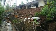 Hujan Guyur Trenggalek, Tembok Pagar SD Sepanjang 25 Meter Longsor