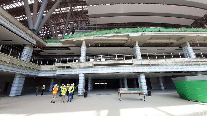 Terdiri dari tiga tingkat, stasiun ini memiliki luas total lebih dari 264 ribu meter per segi. Di mana lantai pertama untuk bagian tiketing, lantai dua untuk kereta jarak jauh, dan lantai tiga untuk kereta cepat.