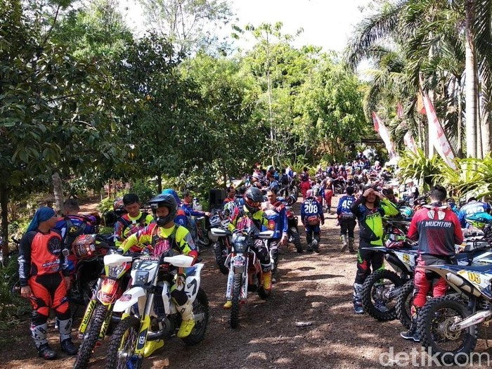 Para pembalap motor trail Banyuwangi-Bromo/Foto: Ardian Fanani