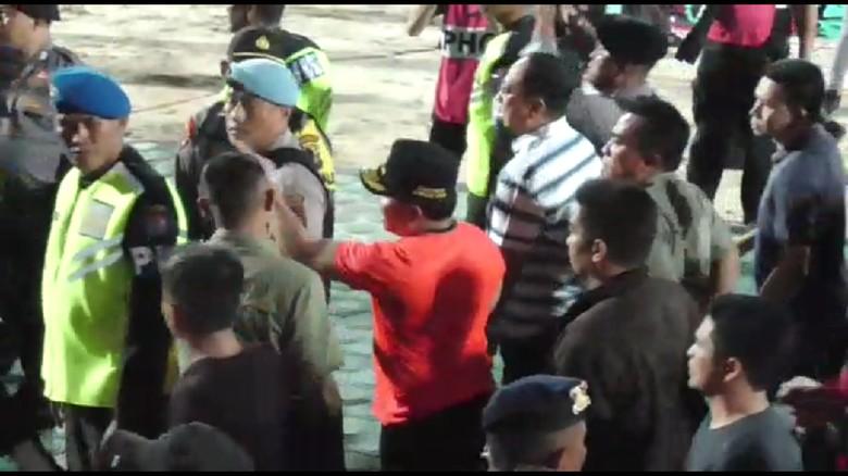 Marahi Kapolres dan Lempar Botol ke Stadion, Gubernur Kalteng Minta Maaf