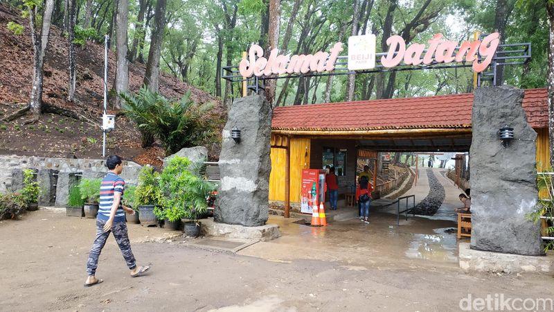 Pacitan dikarunia hutan dengan panorama memukau, namanya Beiji Park. Obyek wisata yang dulunya bernama hutan Pacitan Indah ini berada di tepi jalur utama Pacitan-Solo (Purwo Sumodiharjo/detikcom)