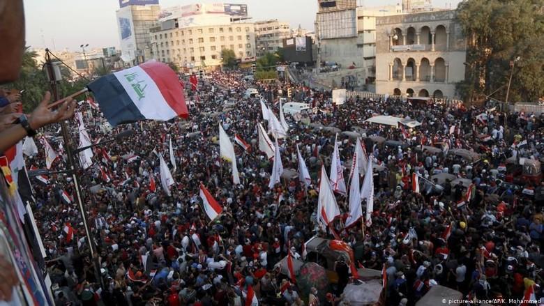 Ratusan Ribu Orang Berdemo di Irak, Terbesar Sejak Kejatuhan Saddam Hussein