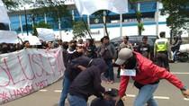 Ada Unjuk Rasa soal Revolusi PSSI di Wisma 46 BNI, Lalin Tersendat