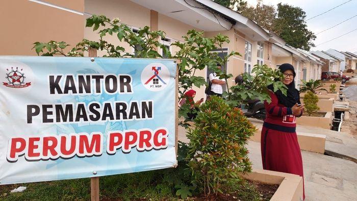 Kementerian Pekerjaan Umum dan Perumahan Rakyat (PUPR) melalui Direktorat Jenderal Penyediaan Perumahan akan memberikan dukungan prasarana, sarana dan utilitas (PSU) untuk mendukung perumahan berbasis komunitas seperti perumahan khusus tukang cukur di Garut, Jawa Barat. Saat ini sedikitnya telah terbangun sekitar 100 unit rumah bersubsidi untuk para tukang cukur yang tergabung dalam Persaudaraan Pangkas Rambut Garut (PPRG) di Desa Sukamukti, Banyuresmi, Garut. Pool/Ditjen Penyediaan Perumahan Kementerian PUPR.