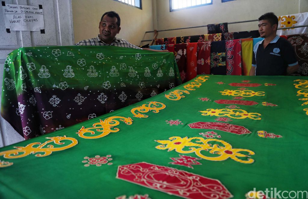 Ada ciri khas dari Kabupaten Nunukan, Kalimantan Utara. Yakni adanya batik Lulantatibu, yang motifnya merupakan gabungan dari empat suku Dayak.