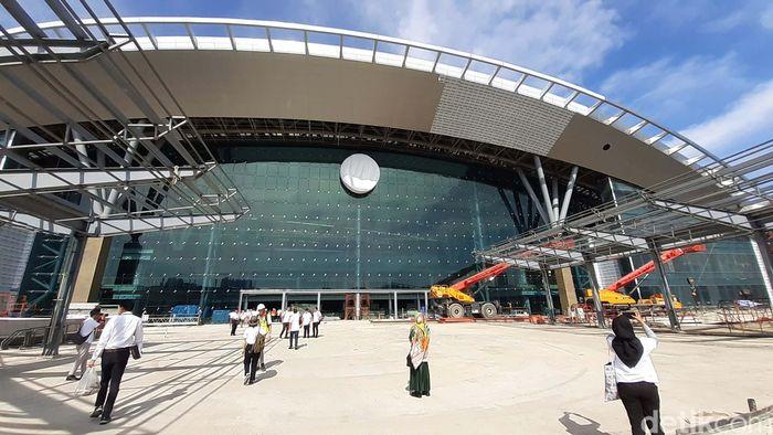 Bang Sue Grand Station terletak di Chatuchak, Bangkok, dan akan menjadi pusat kereta api baru Thailand.