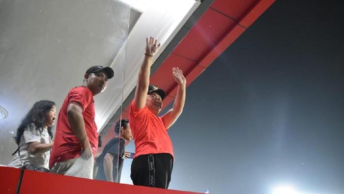 Foto: Gubernur Kalteng Sugianto Sabran di stadion usai pertandingan (Asep/Diskominfo)