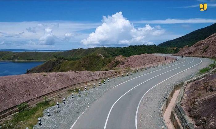 Segmen II Manokwari-Mameh-Wasior-Batas Provinsi Papua juga telah berhasil tembus pada Desember 2017. Dari panjang 476 km, kondisi beraspal sepanjang 192 km, perkerasan tanah 283 km, namun masih diperlukan pembangunan 3 buah jembatan dengan panjang total 210 meter. Pool/Kementerian PUPR.