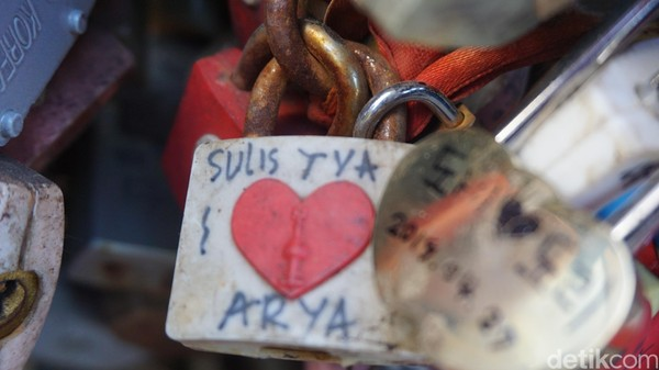 Berminat menggembok cinta sampai karatan di Korea Selatan? (Afif Farhan/detikcom)
