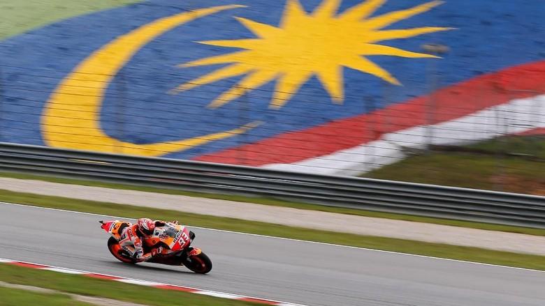 MotoGP - Malaysian Grand Prix - Sepang International Circuit, Sepang, Malaysia - November 3, 2019   Repsol Hondas Marc Marquez in action during the race   REUTERS/Lai Seng Sin