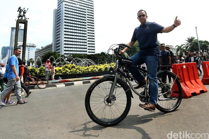 Foto ilustrasi: Gubernur Anies Baswedan bersepeda (Rengga Sancaya/detikcom)