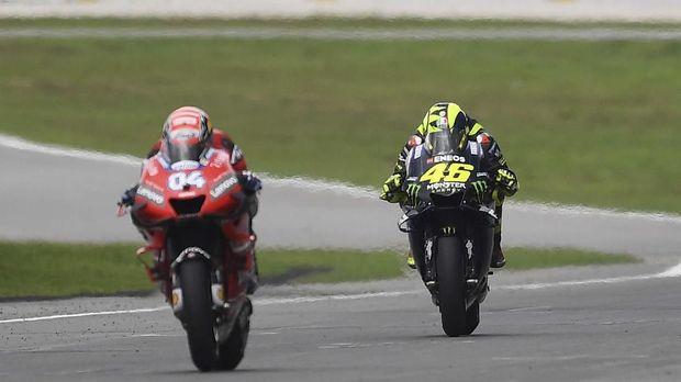 Andrea Dovizioso memenangkan duel melawan Valentino Rossi di MotoGP Malaysia. (