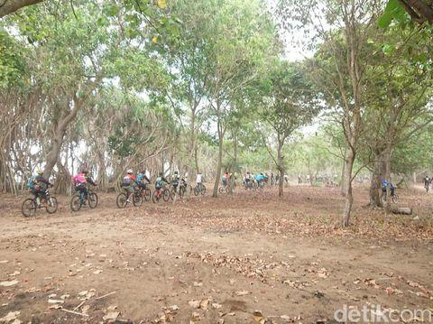 Pulau Merah Cycling Competition di Banyuwangi/