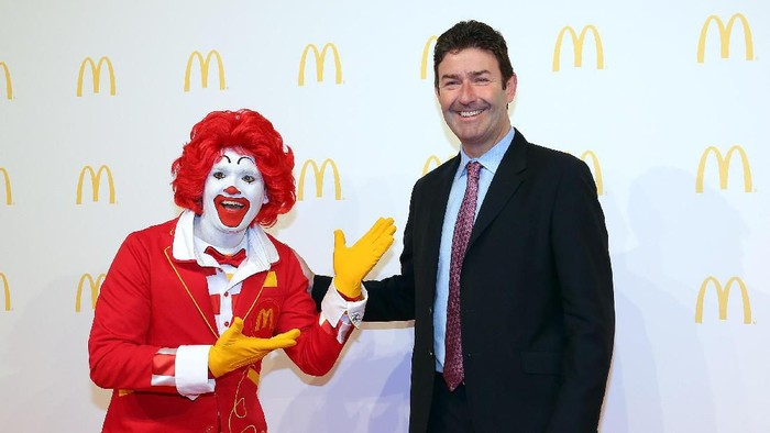 CHICAGO, IL - JUNE 04:  McDonalds CEO Stephen Easterbrook unveils the companys new corporate headquarters during a grand opening ceremony on June 4, 2018 in Chicago, Illinois.  The company headquarters is returning to the city, which it left in 1971, from suburban Oak Brook. Approximately 2,000 people will work from the building.  (Photo by Scott Olson/Getty Images)