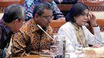 Sri Mulyani Bersyal Batik Saat Evaluasi APBN 2019 Bareng DPR