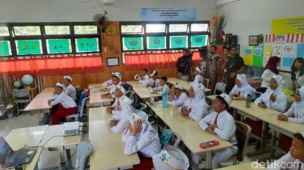 Pagi-pagi Sri Mulyani Blusukan ke Sekolah Dasar