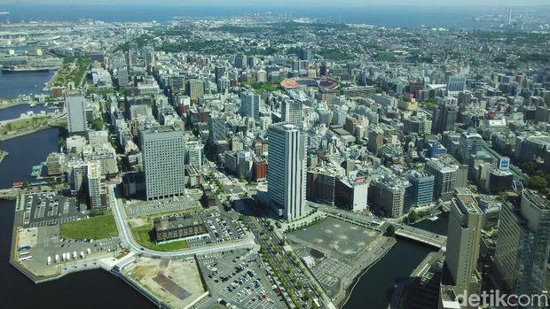 Yokohama Tempat Liburan Susi: Tempat Nongkrong di Depan Kapal Pesiar