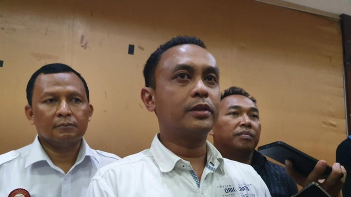 Foto: Kasat Reksrim Polres Metro Bekasi Kompol Arman (tengah)/Isal