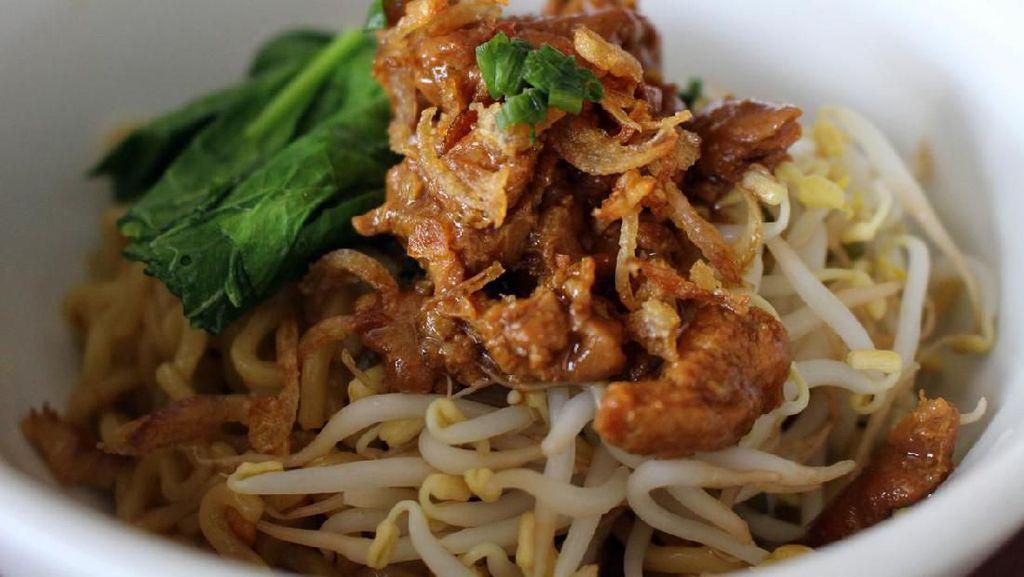 Mi Instan hingga Warteg, 5 Makanan Kampus yang Selalu Bikin Kangen!