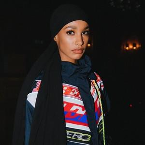 Foto: Cantiknya Hijabers Somalia yang Jadi Model Hijab Pertama Burberry