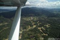 Pemandangan dari udara saat terbang ke Krayan (Pradita/detikcom)Pemandangan dari udara saat terbang ke Krayan (Pradita/detikcom)