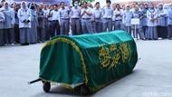 Bawa Keranda, Pegawai RSUD Al-Ihsan Tuntut Transparansi Pemprov Jabar