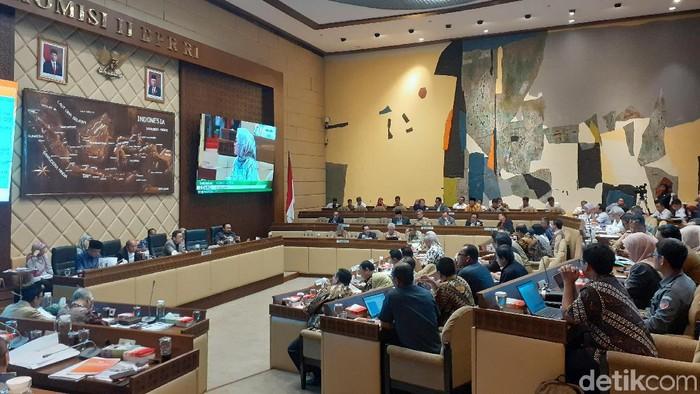 Foto: RDP KPU dan DPR Komisi II (Zaki-detikcom)