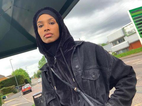 Wanita Keturunan Somalia Ini Jadi Model Hijab Pertama Burberry