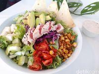 Serasa Salad Bar: Ada Mexican Tuna dan Salad Roll yang Segar Sehat